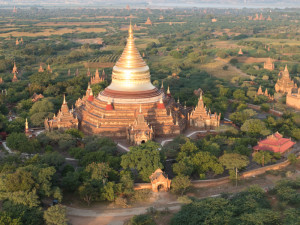 Myanmar Bagan Balloon over temples-9650